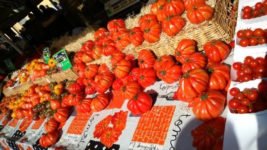 Tomatoes should never be kept in the fridge. Obvs.